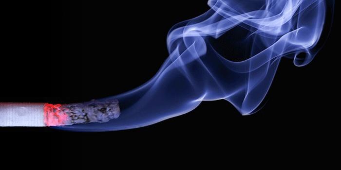 火の着いたタバコ