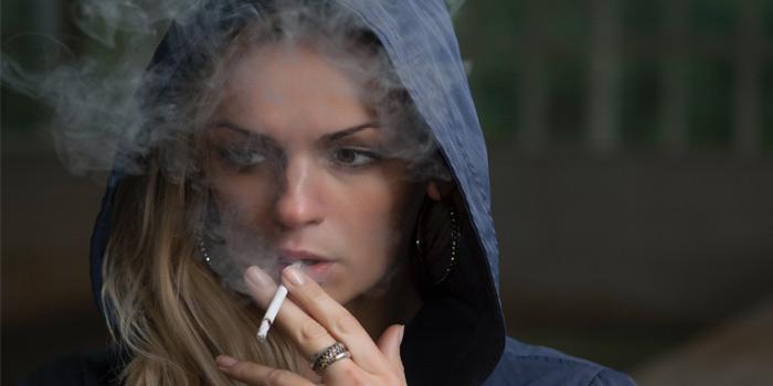 タバコの煙を使った簡単な技