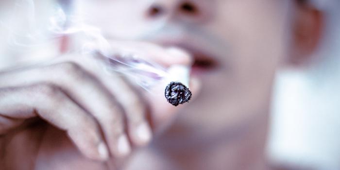 タバコの煙を使った